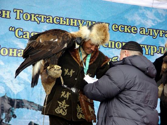 Kazakhstan - The hunt with tame hawks and falcons view 24