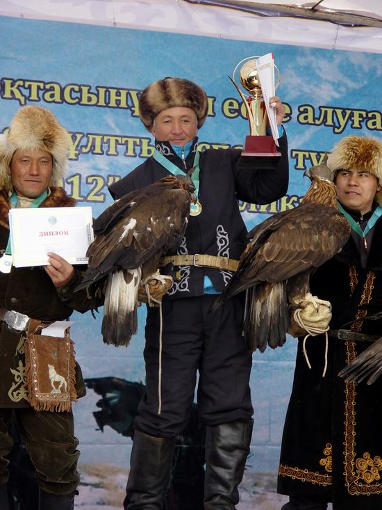 Kazakhstan - The hunt with tame hawks and falcons view 26