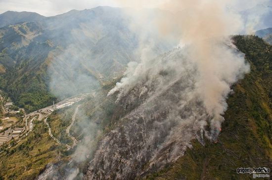 Large wildfire, Medeo, Almaty, Kazakhstan photo 14