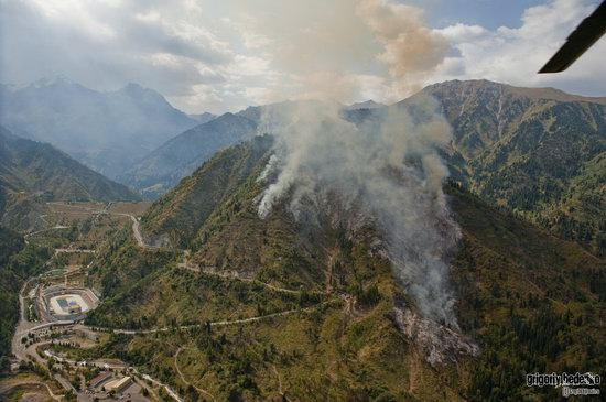 Large wildfire, Medeo, Almaty, Kazakhstan photo 15