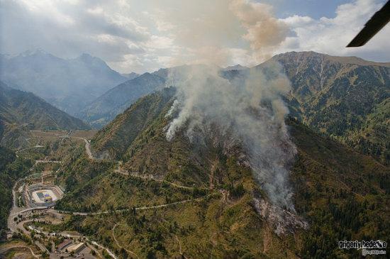 Large wildfire, Medeo, Almaty, Kazakhstan photo 15