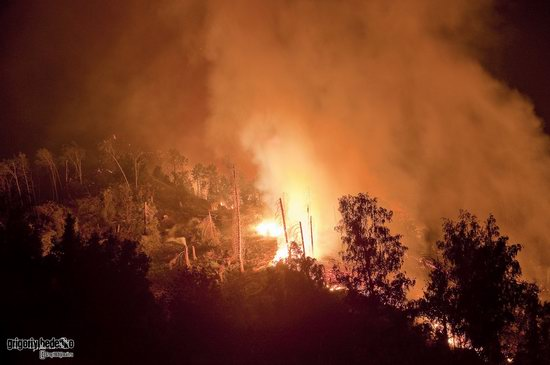 Large wildfire, Medeo, Almaty, Kazakhstan photo 3