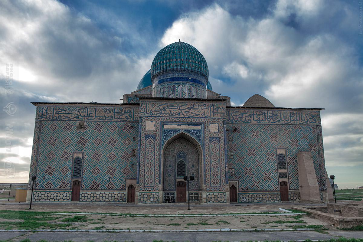 the mausoleum of khoja ahmed yasawi in turkestan