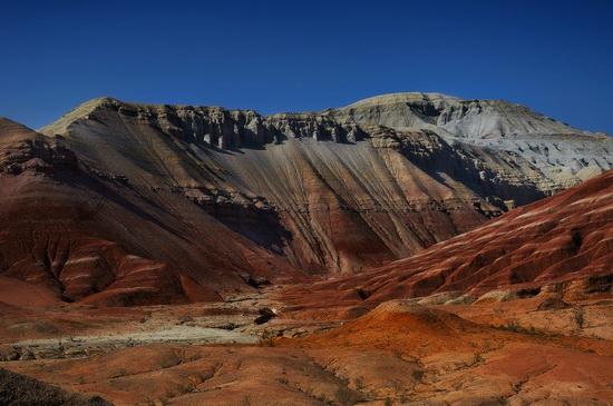 Clay mountains, Altyn Emel park, Kazakhstan, photo 2