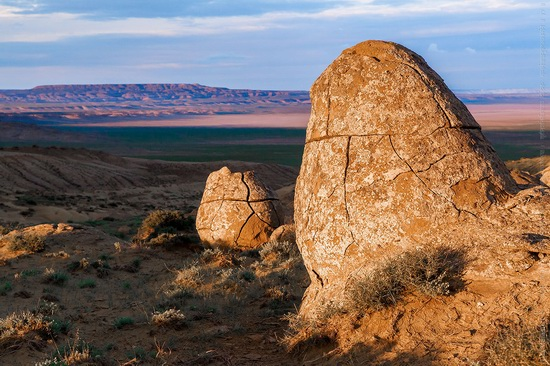 The field of spherical concretions Torysh in Mangistau, Kazakhstan, photo 3