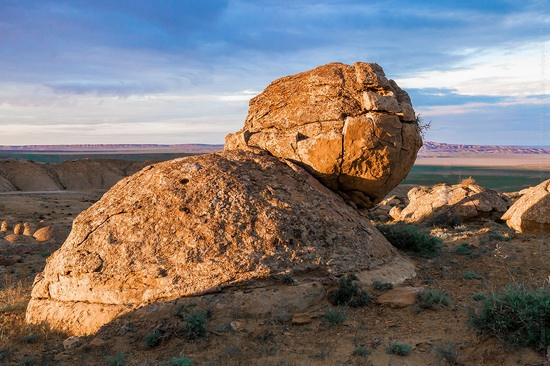 The field of spherical concretions Torysh in Mangistau, Kazakhstan, photo 4