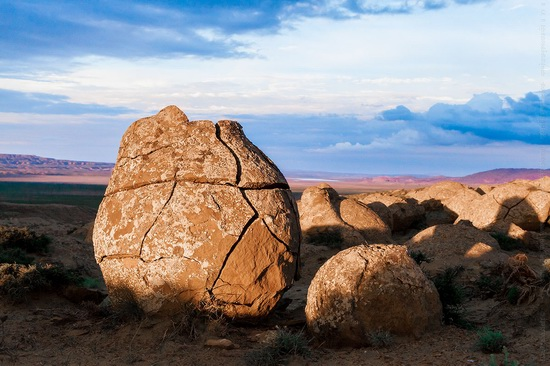 The field of spherical concretions Torysh in Mangistau, Kazakhstan, photo 5