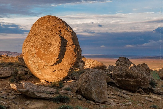 The field of spherical concretions Torysh in Mangistau, Kazakhstan, photo 7