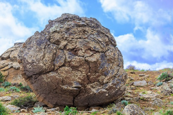 The field of spherical concretions Torysh in Mangistau, Kazakhstan, photo 8