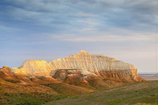 White cliffs of Aktolagay mountain ridge, Kazakhstan, photo 1