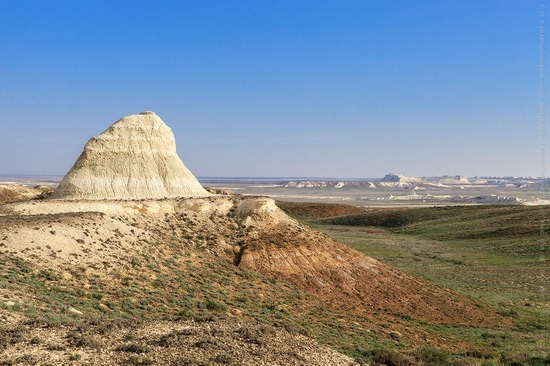 White cliffs of Aktolagay mountain ridge, Kazakhstan, photo 2
