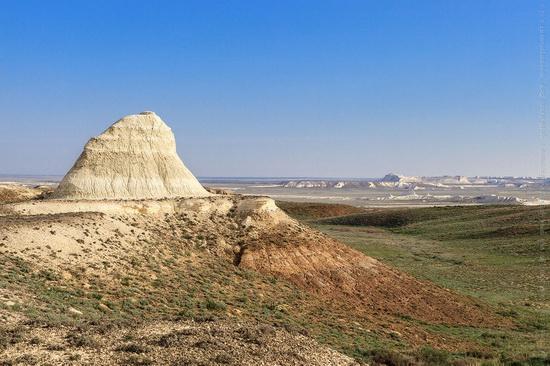White cliffs of Aktolagay mountain ridge, Kazakhstan, photo 2
