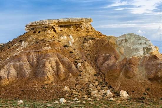 White cliffs of Aktolagay mountain ridge, Kazakhstan, photo 3