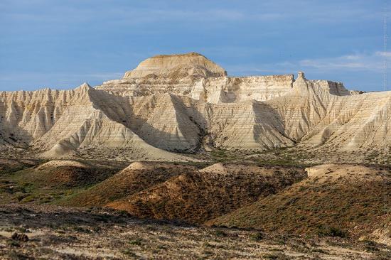 White cliffs of Aktolagay mountain ridge, Kazakhstan, photo 6