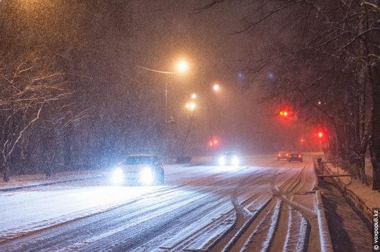 Almaty after heavy snowfall, Kazakhstan, photo 1
