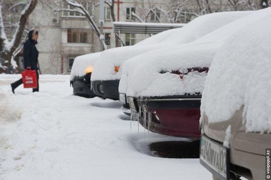 Almaty after heavy snowfall, Kazakhstan, photo 2