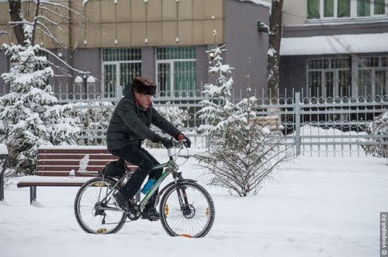 Almaty after heavy snowfall, Kazakhstan, photo 5
