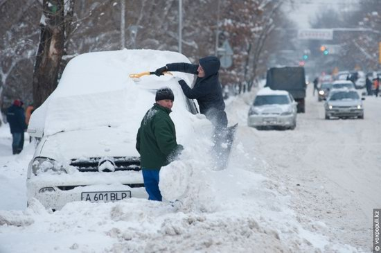 Almaty after heavy snowfall, Kazakhstan, photo 8