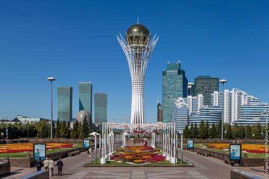 Walking through the center of Astana, Kazakhstan, photo 1