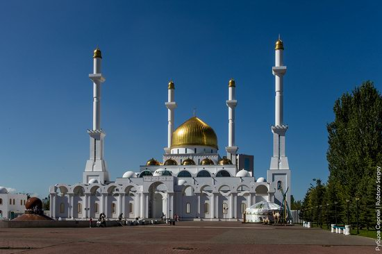 Walking through the center of Astana, Kazakhstan, photo 20