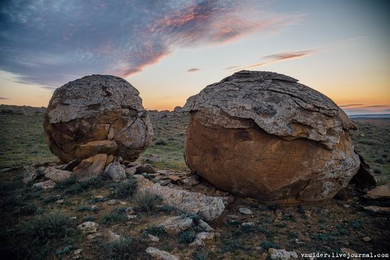 Valley of Stone Balls on Mangyshlak Peninsula, Kazakhstan, photo 3