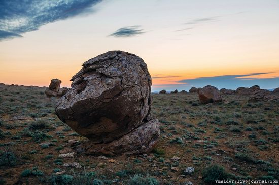 Valley of Stone Balls on Mangyshlak Peninsula, Kazakhstan, photo 6