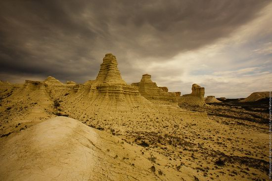 Bizarre Chalk Cliffs of Akkergeshen Plateau, Atyrau Oblast, Kazakhstan, photo 1