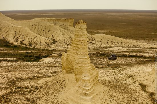 Bizarre Chalk Cliffs of Akkergeshen Plateau, Atyrau Oblast, Kazakhstan, photo 10