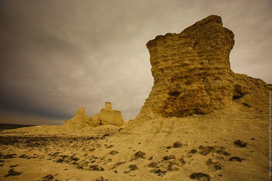 Bizarre Chalk Cliffs of Akkergeshen Plateau, Atyrau Oblast, Kazakhstan, photo 2