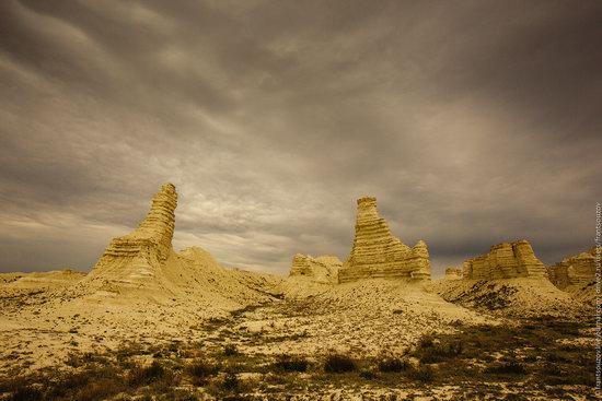 Bizarre Chalk Cliffs of Akkergeshen Plateau, Atyrau Oblast, Kazakhstan, photo 3