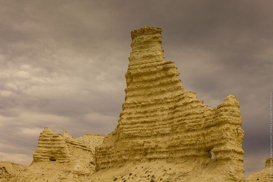Bizarre Chalk Cliffs of Akkergeshen Plateau, Atyrau Oblast, Kazakhstan, photo 4