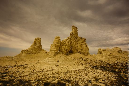 Bizarre Chalk Cliffs of Akkergeshen Plateau, Atyrau Oblast, Kazakhstan, photo 5