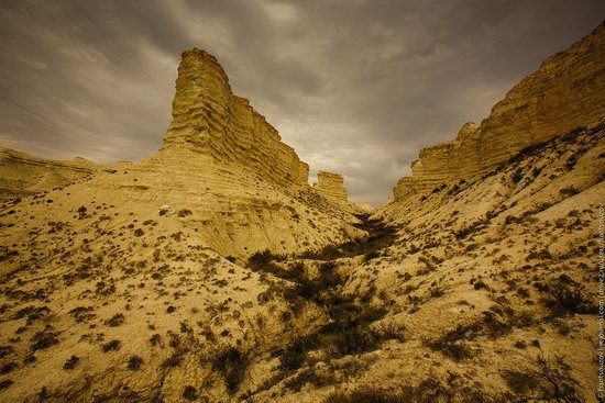 Bizarre Chalk Cliffs of Akkergeshen Plateau, Atyrau Oblast, Kazakhstan, photo 6