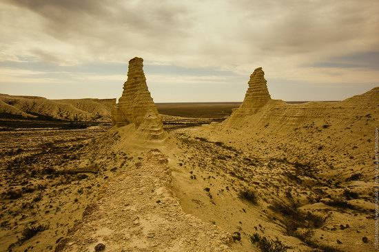 Bizarre Chalk Cliffs of Akkergeshen Plateau, Atyrau Oblast, Kazakhstan, photo 7