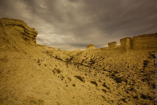 Bizarre Chalk Cliffs of Akkergeshen Plateau, Atyrau Oblast, Kazakhstan, photo 8