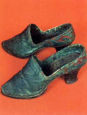 Kazakhstan people national clothes: woman's national shoes